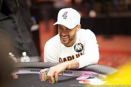 Hình ảnh Neymar chơi Poker